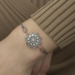 Gümüş Çiçek Desenli Elmas Montür Bileklik - Thumbnail