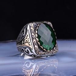 Gumush - Gümüş Fasetli Yeşil Taşlı Kare Erkek Yüzük