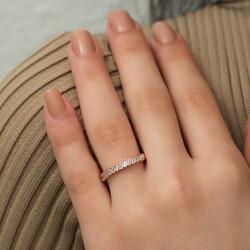 Gümüş Rose Sıralı Baget Taşlı Bayan Yüzük - Thumbnail
